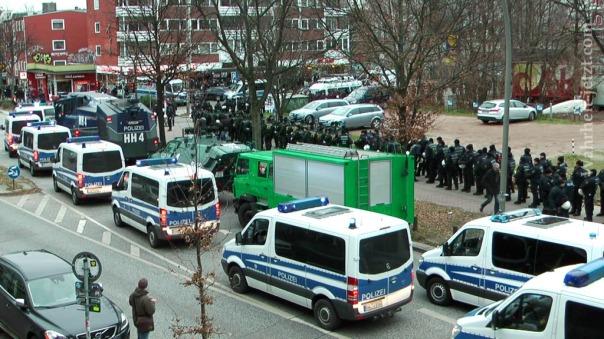 MaxBryan-Demo-Hamburg-sshot1sm21-T2-00-1024xcopyrig