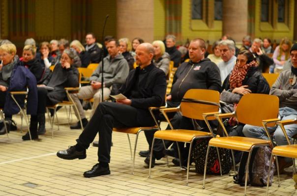 17-MaxBryan-Debatte-Kirche-187