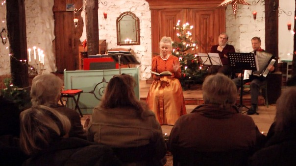 Texte des Pfarrers Lothar Zenetti begleitet von  einem Kranz stimmungsvoller Gedichte - meist im Dialekt.