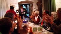 Applaus auch für diesen Herrn, dem Sohn des Hauses - Christoph von Löw - der herzlich eingeladen war und hier zur Feier des Tages den Wein spendet.