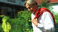 """Die Rettung bringt Manfred, der Mann aus Graz trägt zunächst noch Liebeslieder vor: """"Für Dich"""", heißt seine Musik-CD, die er an diesem Tag auf dem Gartenhof präsentiert. """"Eine Stunde für Verliebte"""", so steht´s auch im Flyer, direkt über der Ankündigung meines Films ..."""