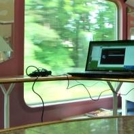 11.00 Uhr morgens - 16. Juni im Zug von Hamburg nach Giessen - ohne Umsteigen, ein großes Glück, denn ich musste den Film noch ausspielen, das heißt, aus der Schnittdatei eine abspielbare Videodatei herstellen, damit es vor Ort beim Abspielen des Videos auch nicht ruckelt und alles flüssig läuft. Ich nehme also den Laptop und fahre das Betriebssystem hoch. Geht super denke ich mir, doch dann der Schock: Das Schnittprogramm lässt sich nicht mehr öffnen --> https://www.facebook.com/notes/max-bryan/tag-der-entscheidung-nachbericht-gartenhof/618121298205789