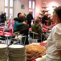"""""""Weihnachten nicht allein sein"""" - lautete das Motto ... https://www.facebook.com/notes/max-bryan/weihnachten-f%C3%BCr-obdachlose-so-war-das-fest/712707628747155"""