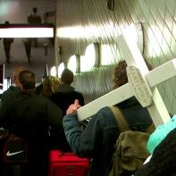 Das Kreuz auf dem Weg zum Friedhof ...