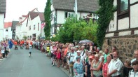 Alle zwei Jahre säumen tausende Steinfurther die Straßen des Dorfes ...