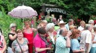 Besucher am Eingang zum Gartenhof im Juli 2014