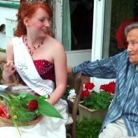 Heinke von Löw zusammen mit der Rosenkönigin Meike Steinhauer im Juli 2014