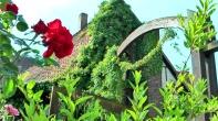 """Der große Torbogen am Eingang des Hofes. Das Haus links davon heißt deshalb auch """"Torhaus"""" :-)"""