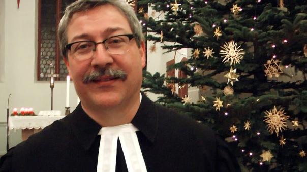 Dorfpfarrer Siegfried Nickel - Hier am 24.12. mit einem Weihnachtssegen für Heinke von Löw