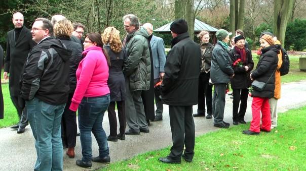 Friedhofsleitung, Bürgerschaft und Gäste ...