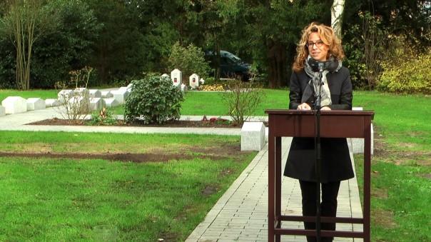 """Bürgerschaftspräsidentin Carola Veit (SPD) sprach das Grußwort zum Thema """"Erinnerung sichtbar machen"""" (Foto: Max Bryan)"""