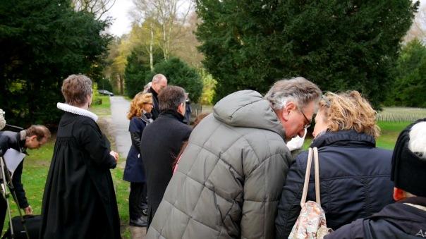 Wenn Menschen in Hamburg ohne Angehörige versterben, kümmert sich die Stadt Hamburg um ihre Beisetzung auf dem Öjendorfer Friedhof. Sie kommt bei mittellosen Verstorbenen auch für die Kosten auf.