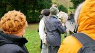 Im Oktober 2012 bildete sich ein Gesprächskreis, unter anderem mit Bürgerschaftspräsidentin Carola Veit und der damaligen Vorsitzenden des Ausschusses für Soziales, Arbeit und Integration, Katharina Fegebank, der gemeinsam die Idee entwickelte, das Grabfeld künftig anders zu gestalten. Es sollten, anders als zuvor, die Namen derjenigen Menschen lesbar gemacht werden, die ohne Angehörige verstorben sind und von Amts wegen beigesetzt werden.
