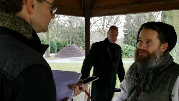 Und die gute Nachricht ist: Lutz Rehkopf ist sehr bemüht und will sich auch noch für die anderen Gräber mit einsetzen. (Fortsetzung folgt ...)