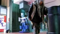 """Die Obdachlosen """"aus dem Gesichtskreis der Zielgruppe herausnehmen"""", das will der Hamburger Hauptbahnhof, denn es sei """"nicht schick"""", wenn ein Obdachloser sein Essen aus dem Müll bezieht. (Foto: Max Bryan)"""