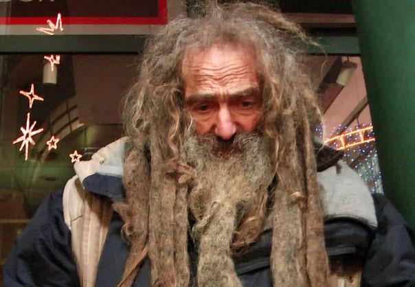 Obdachloser Klaus Walter (61) kennt sich aus mit Vertreibung (Foto: Max Bryan)