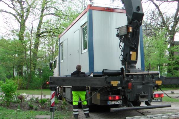 06-obdachlose-maxbryan-winternotprogramm-container-hamburg-2010-tm350-card12-s1060128-1024x